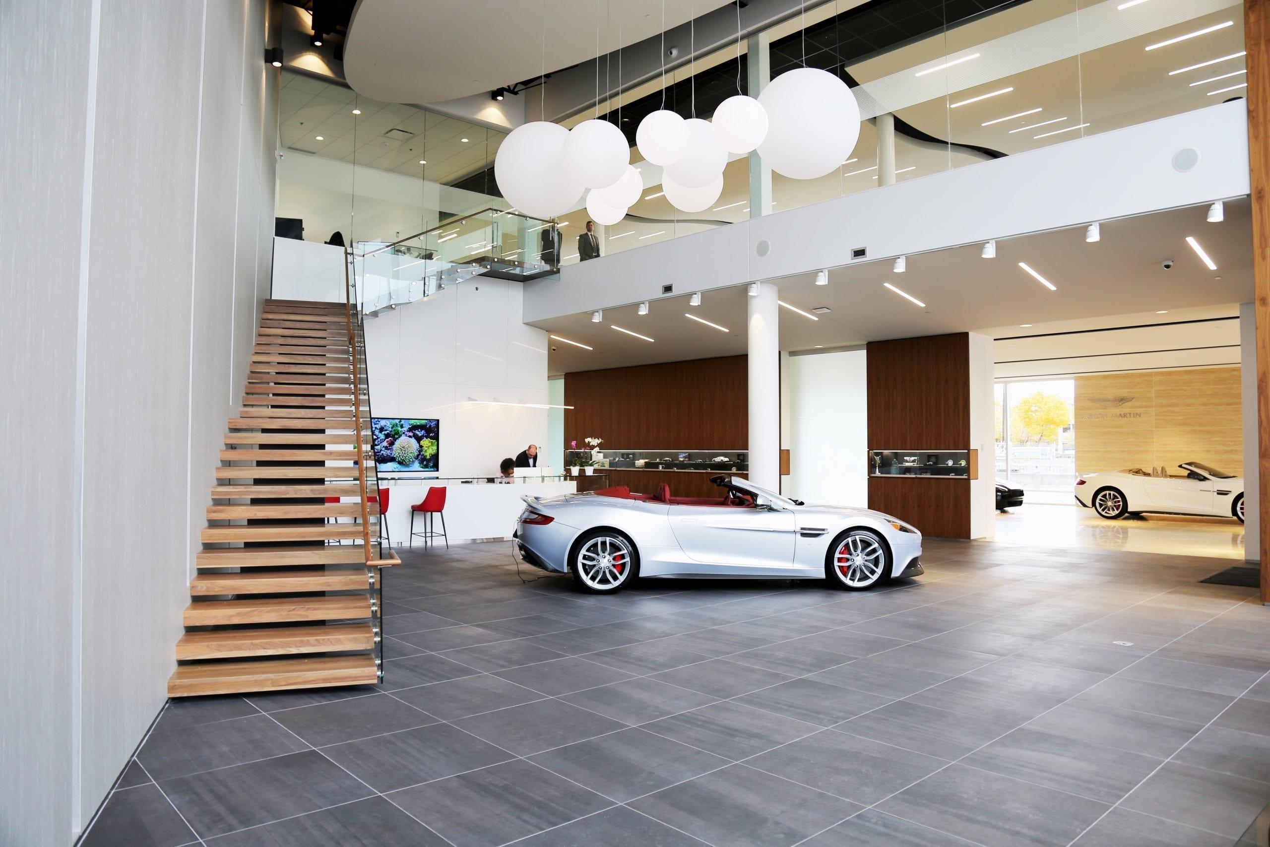 Decarie Motors : Une galerie d'art de l'automobile