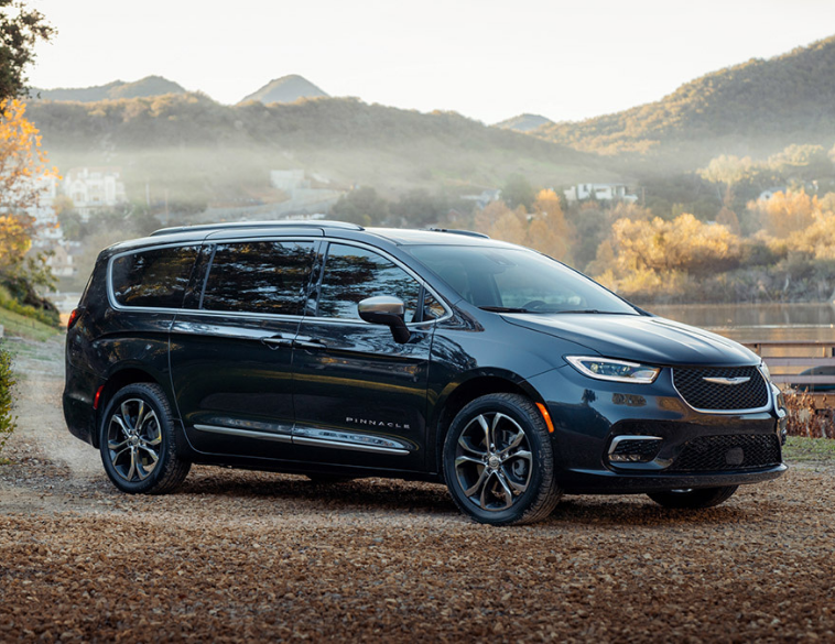 2021 Chrysler pacifica pinnacle model blue city shot